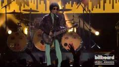 Prince, Icon honoree, performs LIVE at the Billboard Music Awards 2013