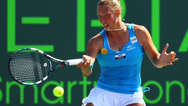 Yanina Wickmayer recule de deux places